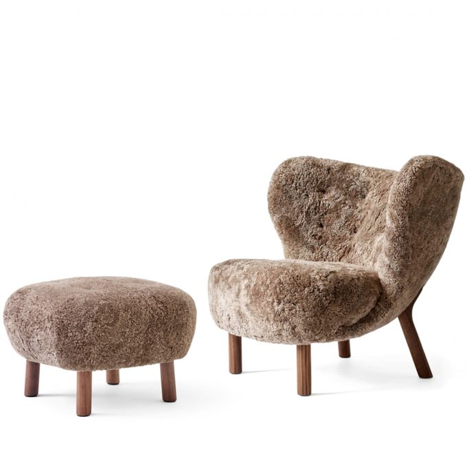 Little Petra Sessel Lounge Chair Ohrensessel mit Schaffell Sahara Pouf Atd1 Walnuss Andtradition Viggo Boesen Tagwerc